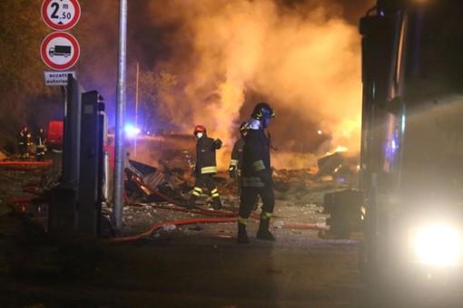Incendio alla Darkem di Scarmagno, rinvio a giudizio per i fratelli accusati di aver causato il rogo