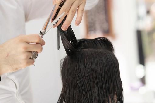 """""""A fine emergenza il 15% dei parrucchieri rischia la chiusura. Solo chi lavora in nero ci guadagna"""": il grido d'allarme del mondo dell'acconciatura"""