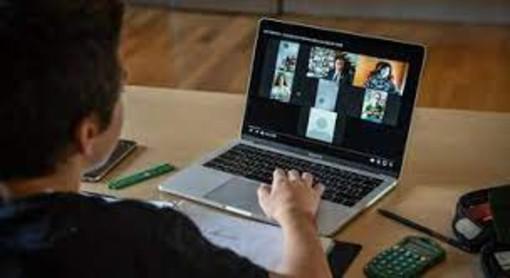 studente alle prese con un computer