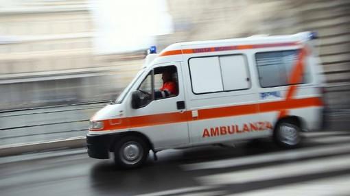 Ambulanza con sirene spiegate si scontra con un'auto a Settimo, leggermente feriti madre e figlio di 5 anni
