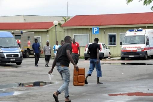 Migranti a Settimo Torinese: i positivi al Covid sono 15