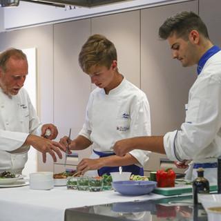 Dopo i Mastery in, la formazione all'Istituto De Filippi prosegue per tutta la carriera di chef e manager dell'ospitalità