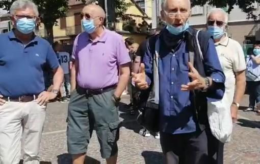 """Palloncini bianchi e """"bikers"""": parte la protesta contro la Torteria di Chivasso in sostegno di Ciccio Maletta"""