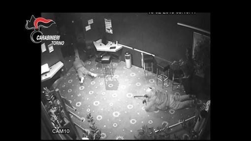 """La """"banda del buco"""" svaligiava sale slot con attrezzatura da speleologo: arrestati [FOTO E VIDEO]"""