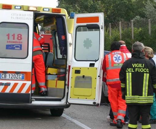 Volpiano, una moto si schianta contro un'auto: muore un 38enne