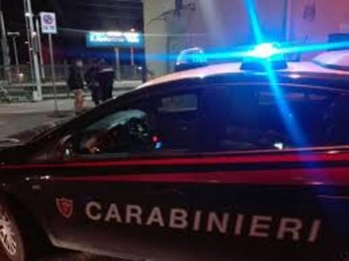 Confezionavano e vendevano la droga in casa: due italiani arrestati nel Torinese