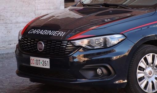 auto carabinieri in primo piano