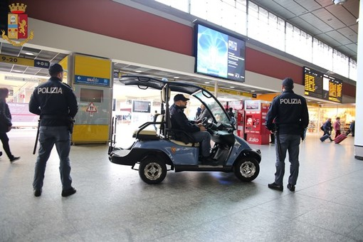 1 arresto, 8 indagati e quasi 3000 persone identificate: questo il bilancio dei controlli della Polizia nelle stazioni e sui treni del Piemonte