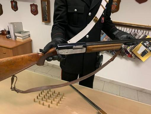 Teneva illegalmente in casa fucile e carabina, arrestato agricoltore a Volpiano