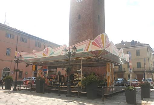 Una giostra storica in piazza Vische: ecco l'estate dei piccoli crescentinesi