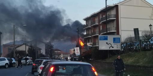 L'incendio scoppiato in città