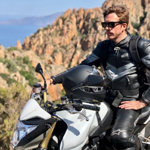 Tragedia in Francia, muore in un incidente motociclistico Mattia Serafini, 36 anni