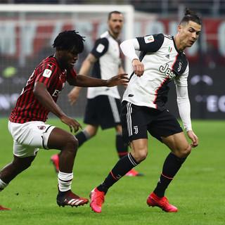 """Sei minuti di follia a San Siro e la Juve butta il """"regalo"""" arrivato nel pomeriggio dalla Lazio"""