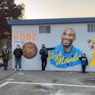 L'amministrazione comunale di Crescentino ha dedicato un murales a Kobe Bryant