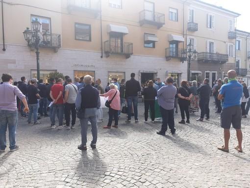 Fase 2: protesta degli ambulanti in piazza