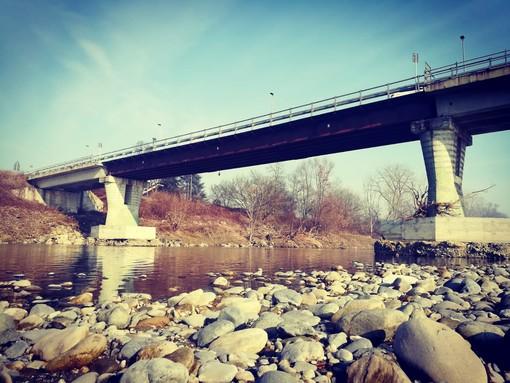 Il ponte sul fiume Po