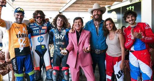 Il campione Pecco Bagnaia protagonista del videoclip della nuova canzone di Gianni Morandi