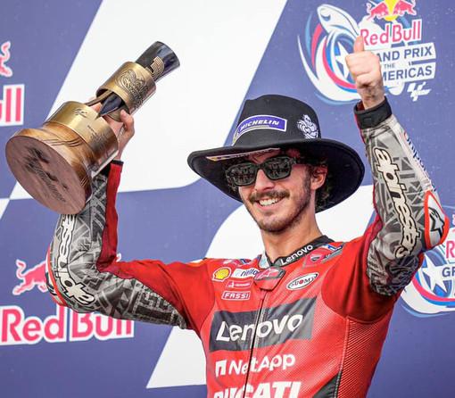 Pecco sul podio non festeggia per rispetto della famiglia di Dean Bert a Vinales, morto nella gare di Jerez