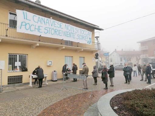 Cittadini e amministrazione scendono in piazza per dire no al deposito unico delle scorie nucleari in canavese