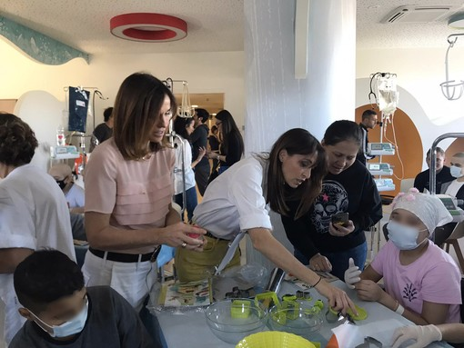 Biscotti per i piccoli pazienti del Regina Margherita: le sorelle Parodi si mettono ai fornelli [VIDEO e FOTO]