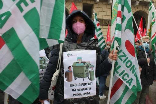 Protesta lavoratori piazza Castello