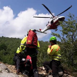 Alpette, il Soccorso Alpino recupera la salma di un uomo vicino ad un salto di alcuni metri