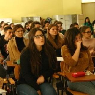 Iscrizioni al prossimo anno scolastico, in provincia di Torino uno studente su tre sceglie gli istituti tecnici, ma i preferiti restano i licei