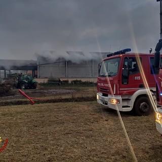 Castellamonte, incendio in una cascina in fiamme due capannoni e una stuttura